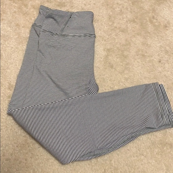American Eagle Outfitters Pants - American eagle workout capris